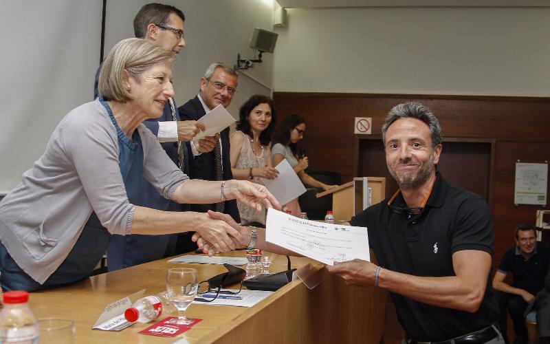 La Facultad de Derecho reconoce la trayectoria de Vicente Olmos al frente de OLMOS VILA ABOGADOS